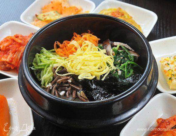 Национальная корейская кухня — серьезное испытание даже для сильных духом гурманов. Дело вовсе не в диковинных экзотических деликатесах, которые приводят в смятение многих европейцев. Корейцы без ума от острой пищи и на жгучих приправах экономить не привыкли. Что из этого получается, предлагаем выяснить прямо сейчас. #едимдома #корейскаякухня #морковь #рагу #суп