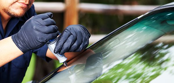 CRYSTAL GLASS NEWS: Mobile Windshield Repair and Replacement - Crystal Glass READ MORE: http://www.crystalglass.ca/news/162-mobile-windshield-repair-and-replacement