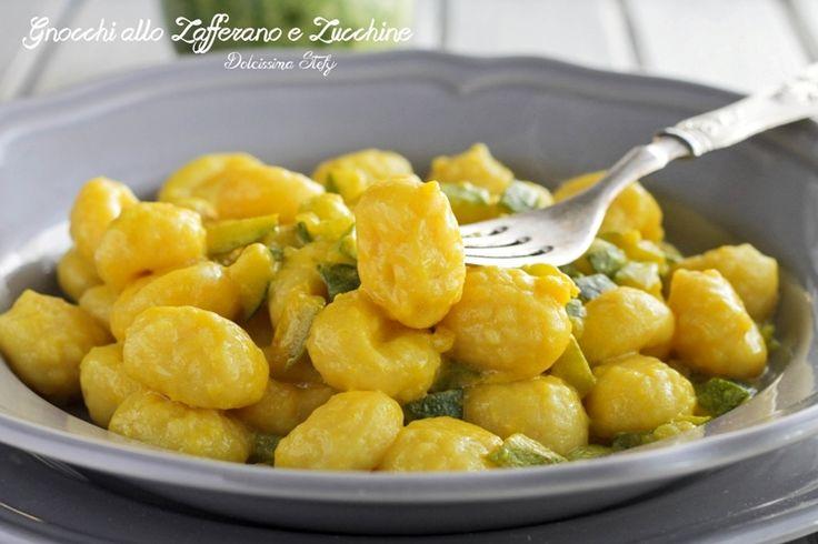 Questi delicati e cremosi Gnocchi allo Zafferano e Zucchine sono facilissimi da preparare. Un primo piatto veloce e sfizioso da preparare :)