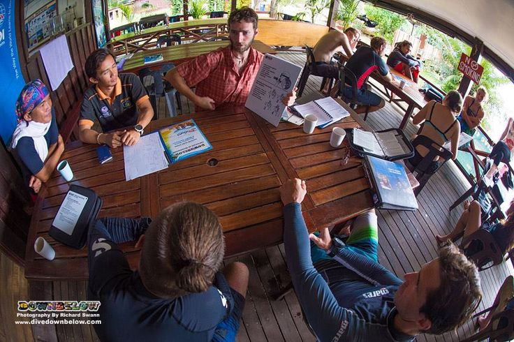 Pavel, August and Raymond brief to one another the PADI Discover Scuba Diving slate, whilst GO PRO team member Tim and Staff Instructor candidate listen to offer advice based on their own experience :)