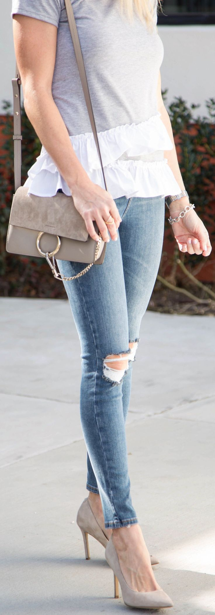 Grey Top / Ripped Skinny Jeans / Grey Pumps