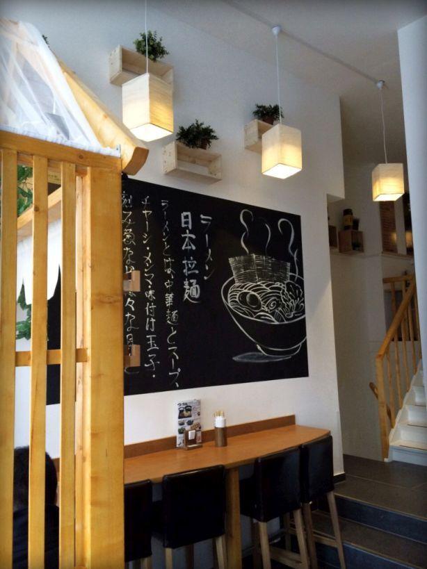 SET NOODLE & HOTPOT | Het was er even op wachten, maar de eerste Japanse ramen-shop is een feit en sinds 2015 gevestigd in een piepklein pandje op de West-Kruiskade. Net als de Japanners zijn we inmiddels gek op de rijkgevulde noedel-soepen die de core business vormen van deze traditionele shop. | Via @Elleeten.nl | Set Noodle & Hotpot, West-Kruiskade 10b, Rotterdam