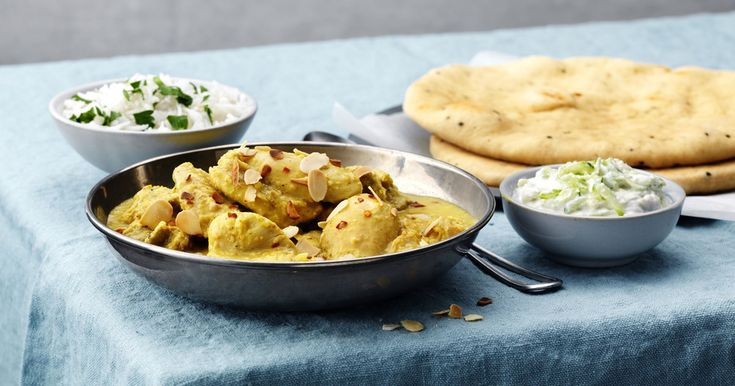 Indisk kyckling korma med krämig kokosmjölk och jordnötssås. Gott och enkelt recept på Kyckling korma.
