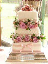 Kwadratowy tor weselny z ciętymi kwiatami - Torty i słodkości