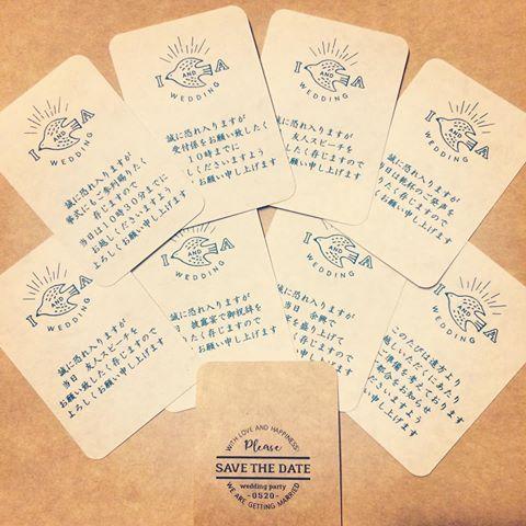 * 招待状の付箋。 . 安定のトリマークと、裏面がさみしいのでロゴを入れてみた。 . この形状…何かに似ていると思ったら、 トランプだ! 普通に神経衰弱できるよ。 . 角丸パンチのせいかな… . ★ホワイトクラフト100枚(A4)/¥540 . #招待状付箋 #結婚式diy #招待状手作り #ちーむ0520