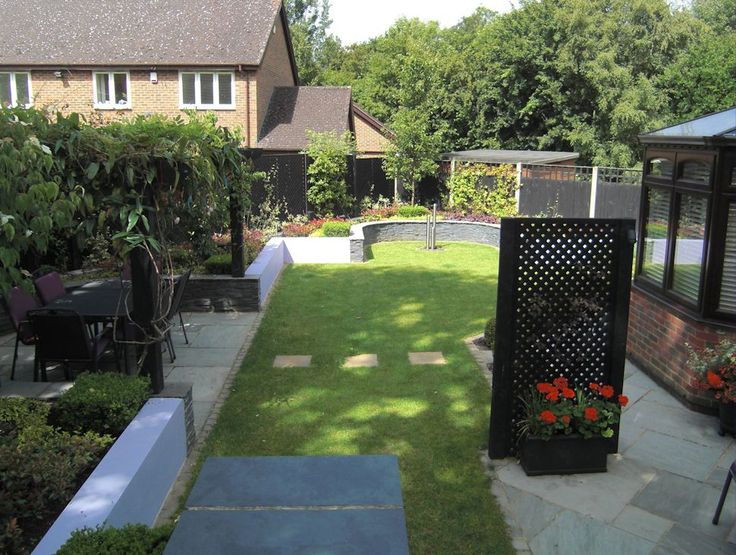 Contemporary garden design, Bracknell, Berkshire with outdoor rooms for eating…