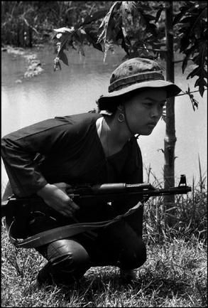 vietnam war guerrilla warfare The guerilla tactics of the vietcong had an enormous impact on both american  military effectiveness and morale traversing the jungle on bicycles o.
