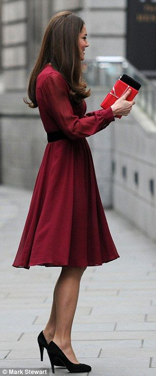 Kate wearing Whistles dress to the unveiling of her official portrait at the National Portrait Gallery on 1/11/2013