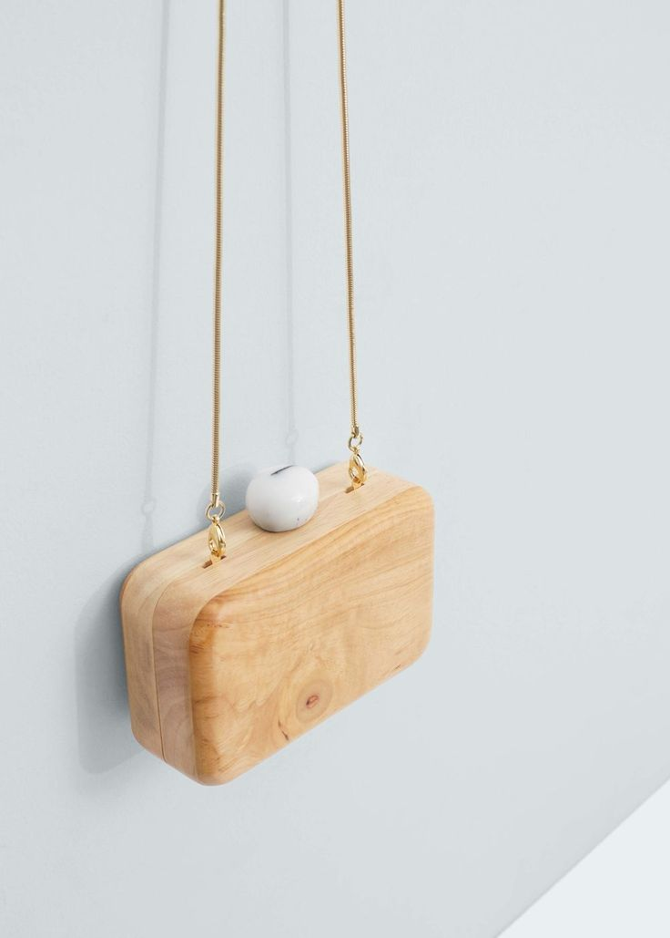 Wood clutch | MANGO