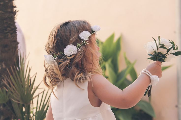 Wonderful little bridesmade giving flowers to her mother, the norwegian bride, Nina. The wedding tok place in Majorca in July 2014 and was a real summer wedding.
