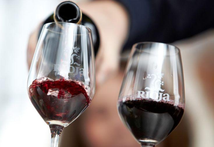 Las ventas de vino Rioja crecen un 5% hasta octubre http://www.vinetur.com/2013121614141/rioja-vende-228-millones-de-litros-de-vino-hasta-octubre-un-5-mas.html
