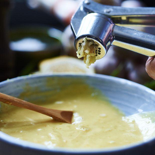 Vi serverer den bedste hjemmelavede aioli-opskrift lige her, så du ikke behøver lede videre.