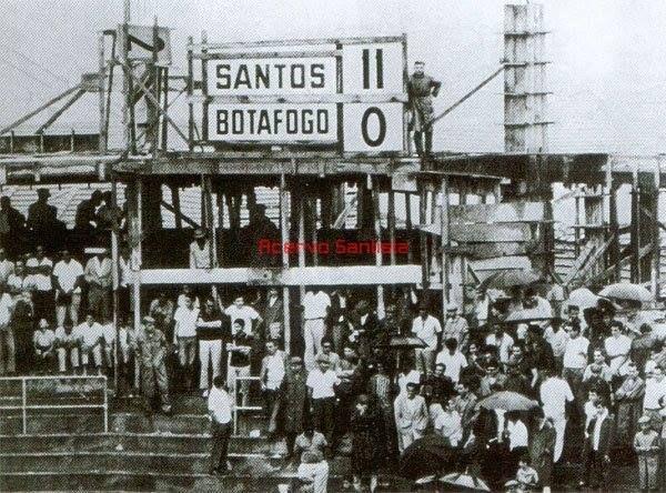 20-11-1964 Vila Belmiro, Campeonato Paulista. Santos F.C. 11 - 0 Botafogo F.C.  8 gols de Pelé. Foto: Acervo Santista