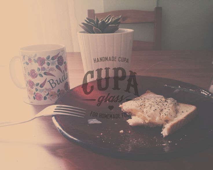 Poached eggs for breakfast and handmade dinnerware by www.cupa.glass