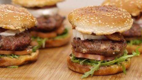Eén - Dagelijkse kost - hamburgers Caprese | Eén