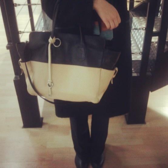 ilariachiara Around the world with my Sabine... #Sabine #bicolor #fashion #instalove #instafashion #instalife #instagood #instame #picoftheday #photooftheday #bags #leather #love Design by Sabine Masi
