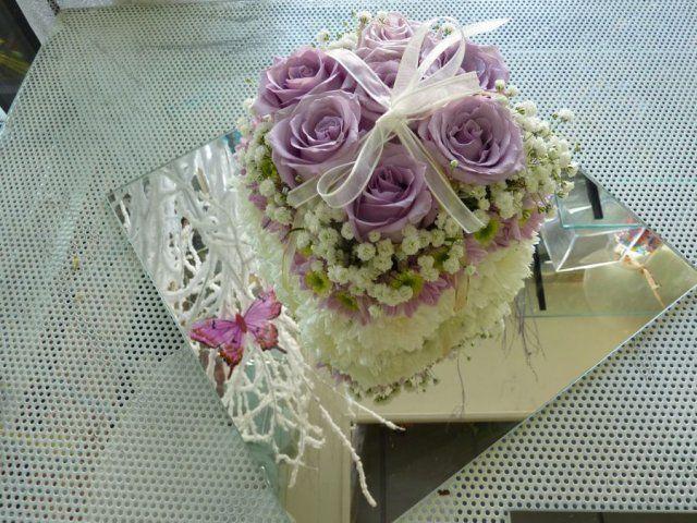 """Centrotavola """"dream cake"""" con rose lilla"""