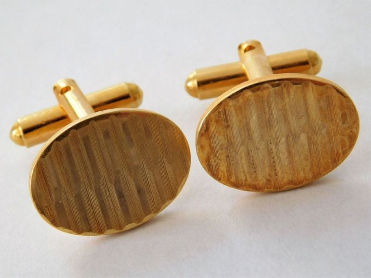 Vintage cufflinks Gold coloured metal Judging by the style they were probably made in the 1960s 1970s or 1980s These cufflinks will be supplied in a