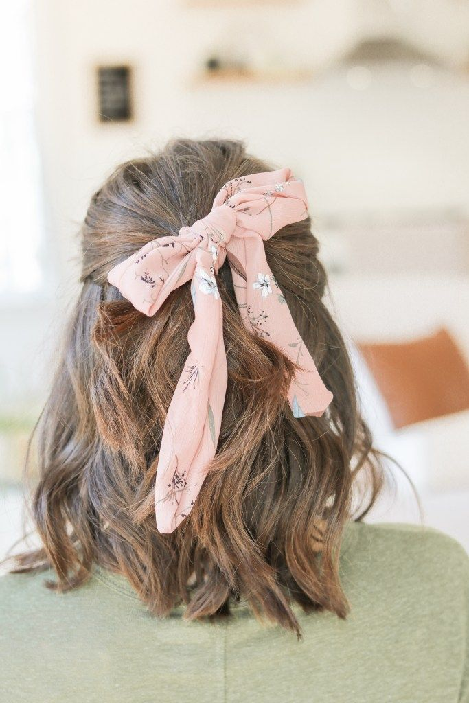 Hair scarves - hair accessories trend 2019 l How to tie a hair scarf l Hottest hair trends of 2019 l Scrunchie style l Hair scarf short hair
