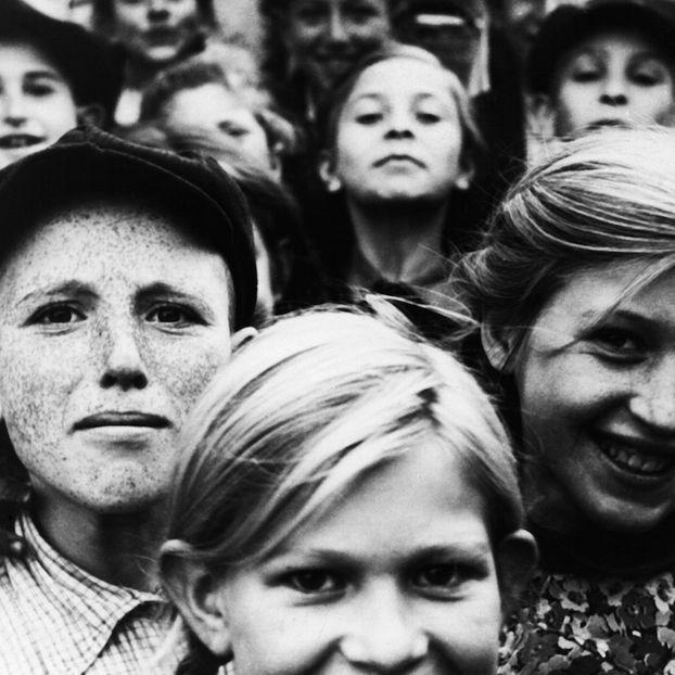 Bambini fotografati nel ghetto di Szydlowiec, in Polonia, durante l'occupazione nazista, il 20 dicembre del 1940