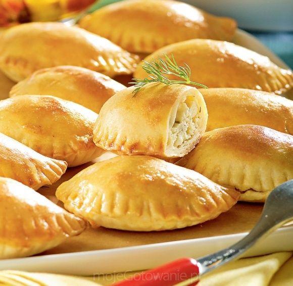 Greckie pierogi pieczone z serem feta