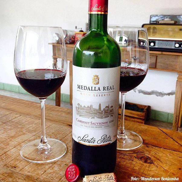 Um vinho tinto chileno no qual a uva cabernet sauvignon expressa-se de forma…