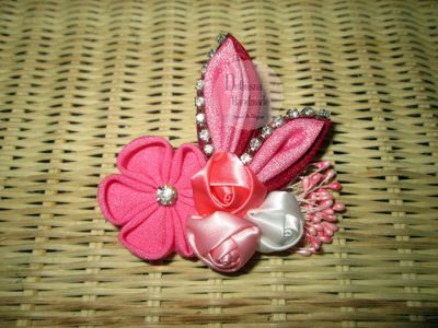 Awesome Kanzashi Brooch From Delhusna Handmade   We ship world wide  Price : IDR 40.000/pc  From Pekanbaru Indonesia  PIN BB : 7452E353 WA : +62857-6757-9044 Line : delhusnahandmade email : delhusnahandmade@gmail.com