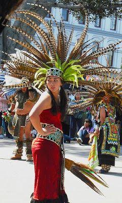Trajes De Danzantes Aztecas | Foto: Xicana 101 (Flickr).