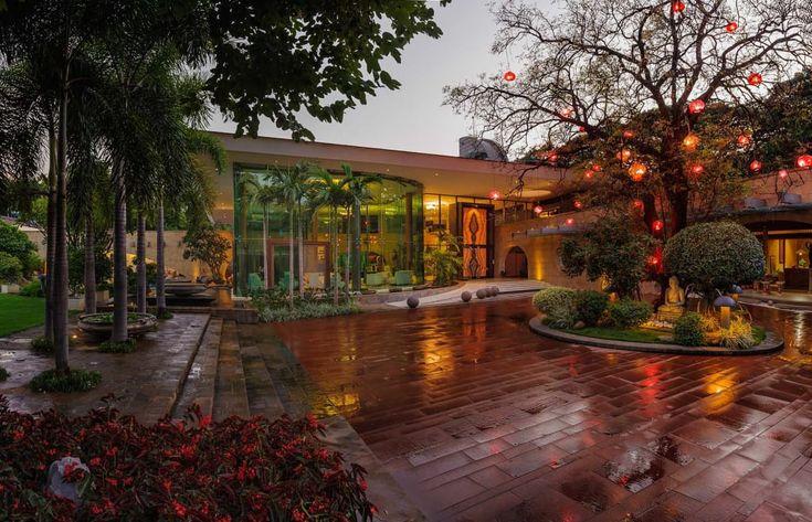 Busca imágenes de diseños de Casas estilo moderno de TAO Architecture Pvt. Ltd.. Encuentra las mejores fotos para inspirarte y crear el hogar de tus sueños.
