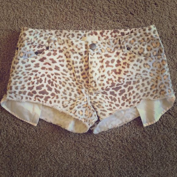 Pencey Cheetah Shorts Cheetah Size 6 Shorts with Splattered Blue within Shorts. (check right back pocket for what I mean by that). Barley Warn. Quite Short! Pencey Shorts Jean Shorts