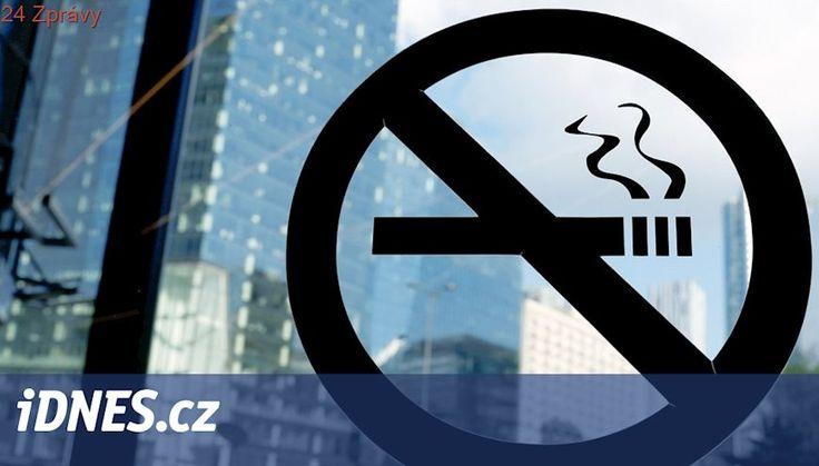 Servírka upozornila hosta na zákaz kouření, hodil po ní půllitr