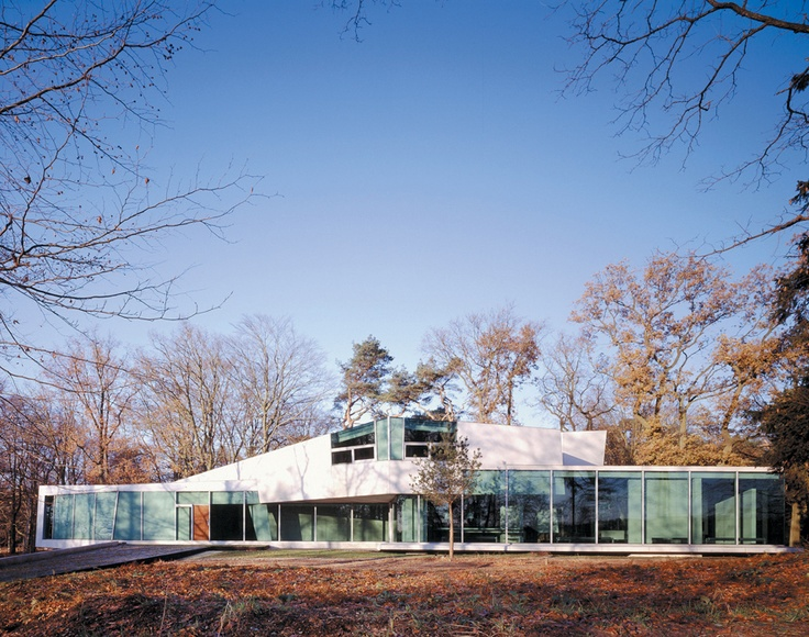 Mobius House   Client: Anonymous  Location: 't Gooi, the Netherlands  Building area: 520 m²  Program: Single family house  Status/phase: Realized 1998  Photography: Christian Richters