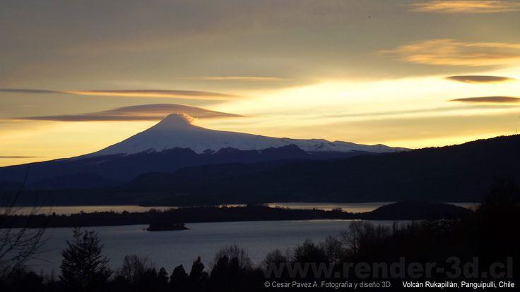 Volcan Rukapillán y Lago Panguipulli, Chile Región de Los Rios © Fotografía Cesar Pavez A.