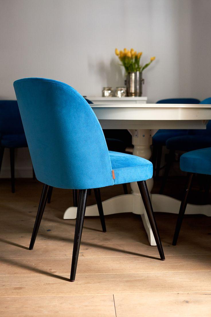 Krzesło Delphini niebieskie. Idealne do jadalni, restauracji.