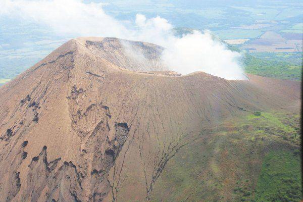 Volcan Telica (un peu plus de 1000 mètres): Situé au Nicaragua, avec une dernière éruption en mai 2015.  Fuente: http://www.ejemplos.co/20-ejemplos-de-volcanes-activos/#ixzz4uBVQYcSY