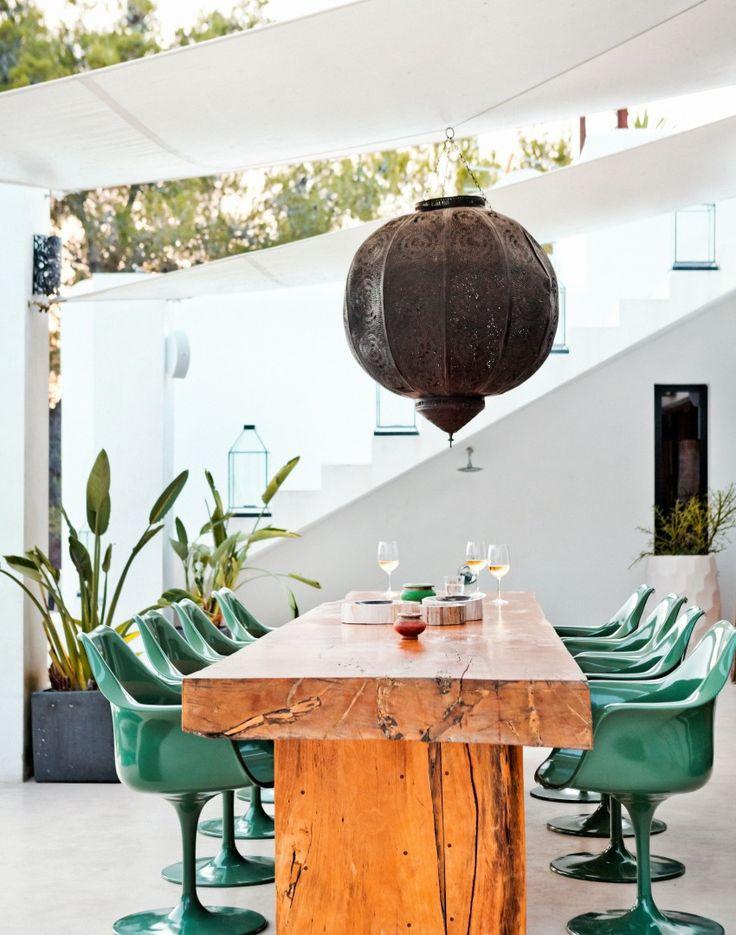 Modern Garden with Alfresco Dining Area