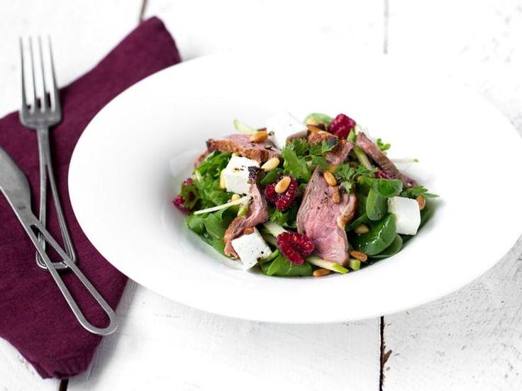 Recette de Salade de filet de Canard grillé au chèvre, pomme-framboise et vinaigrette acidulée : la recette facile