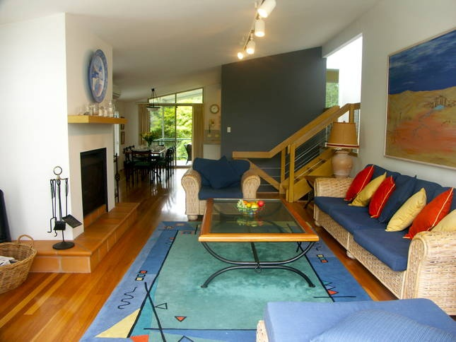 Salt Beach House - Mollymook Beach - $750/Fri & Sat - 4 bedrooms, sleeps 9, includes linen (except towels) and cleaning