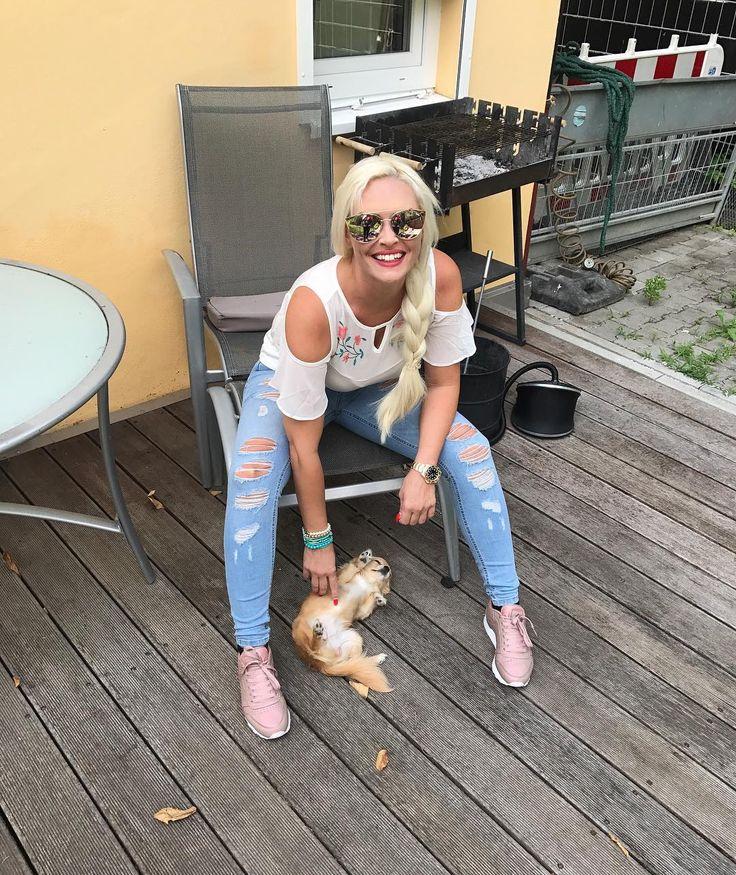 """Gefällt 17.1 Tsd. Mal, 83 Kommentare - Daniela Katzenberger (@danielakatzenberger) auf Instagram: """"Wie Hund' und Katz' 😁🐕😺"""""""