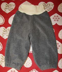 Barnbyxa av tröjärmar