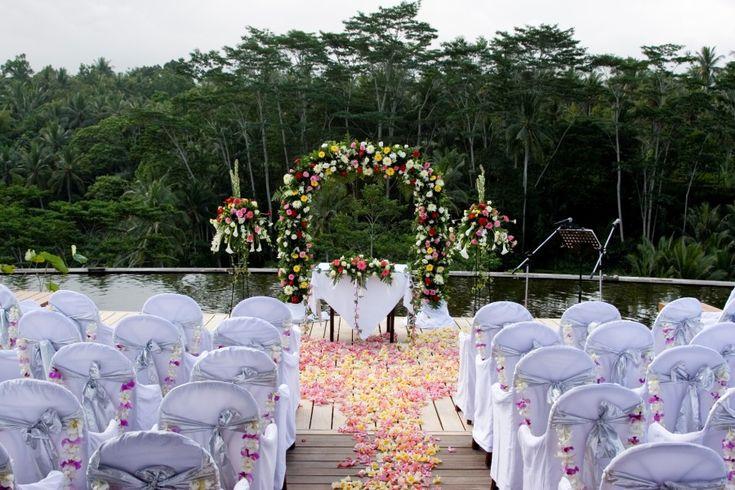 Four seasons resort bali at sayan modern wedding for Bali wedding decoration ideas
