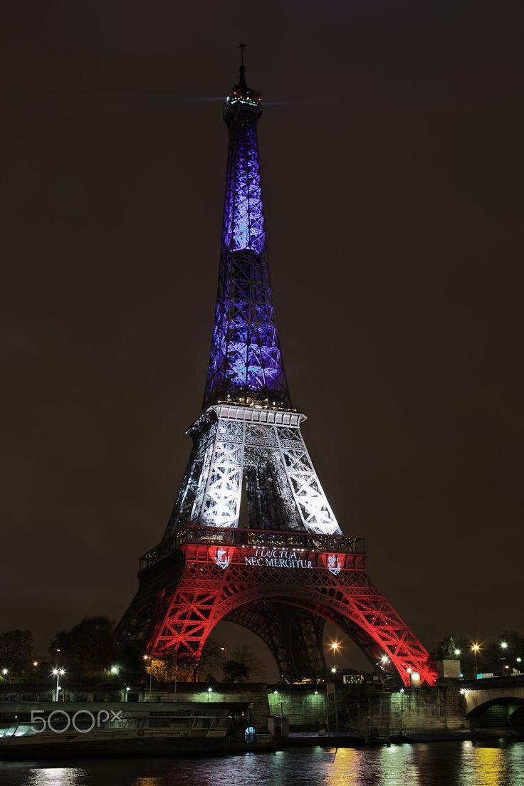 Tour Eiffel en rouge, blanc et bleu, Paris