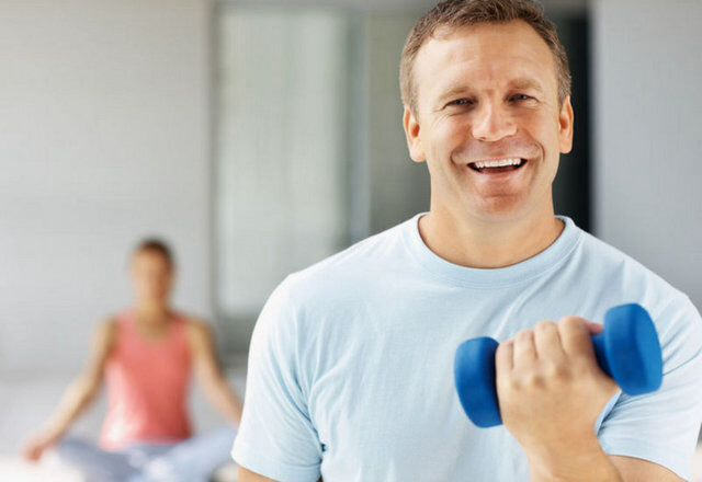 Yaşınız ilerledikçe metabolizmanız da yavaşlar. 50 yaşından itibaren, günlük öğünlerinizden 200 kalori azaltmalısınız. Eğer azaltmaz ya da spor yapıp yakmazsanız, size geri dönüşü ayda 6.000 kalori yani yaklaşık 1 kilo olacaktır.