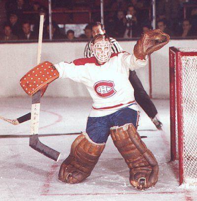 La première partie de Charlie dans la LNH a été en 1954 avec le Canadien. À cette époque, Hodge était seulement utilisé dans les situations d'urgence. Durant l'ère Jacques Plante, Charlie Hodge a joué majoritairement dans la Ligue américaine de hockey (LAH). Quand Plante a été échangé en 1962, Charlie a eu la chance de jouer à temps plein avec les Canadiens. Il a été le récipiendaire du trophée Vézina en 1964 et en 1966 en plus de remporter deux Coupes Stanley.