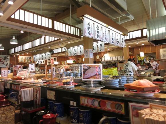 "We visit ""the best conveyor belt sushi restaurant in Japan"""