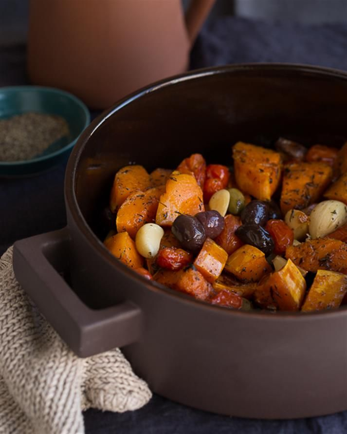 Roasted Butternut Squash with Olives, Garlic and thyme. Variasi lain dari memasak labu..nomnom