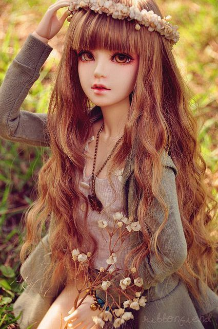 She has a lovely face up and the flowers in her hair and her hand have a lovely touch