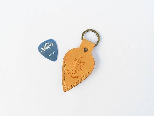 porte clés porte médiator artisanal en cuir divers modèles de la boutique bout2bijoux sur Etsy
