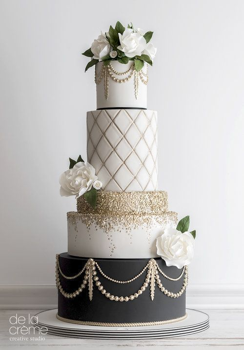 Going for the glam! Gold and black wedding cake • Maude and Hermione on Pinte -
