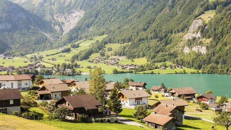 Perfekte Umgebung für Kinder! Familien, die auswandern möchten, haben eine Sorge: Wie gelingt für Kinder der Schritt ins Ausland? Wer in die Schweiz auswandern möchte, der bietet seinem Nachwuchs ideale Voraussetzungen.